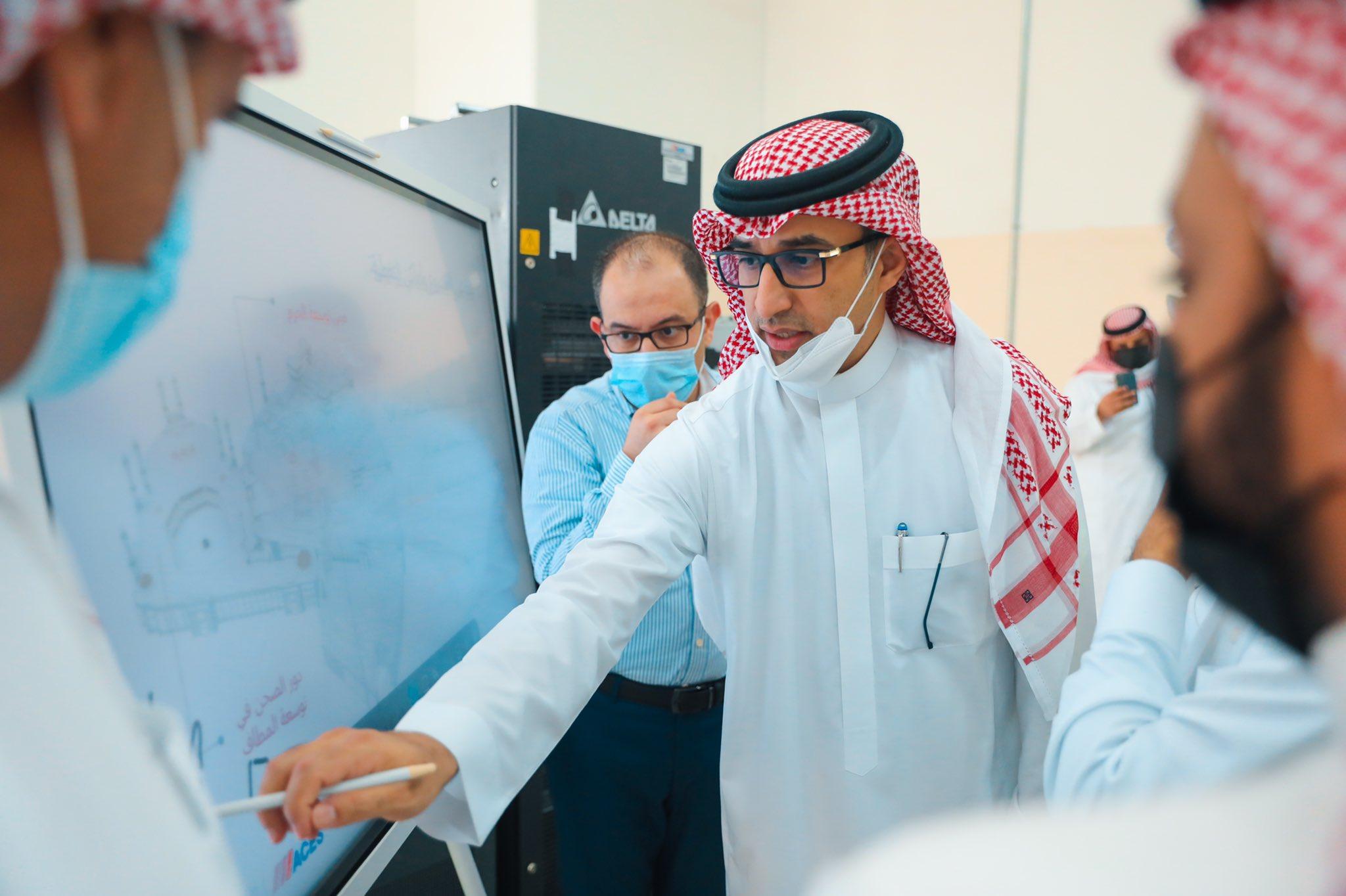 وكيل وزارة الاتصالات يتفقد سير مشروع التغطية الداخلية لشبكة الجوال في الحرم المكي